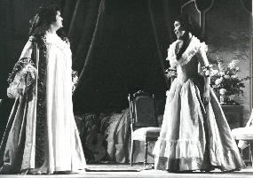 Shigemi Matsumoto as Susanna in The Marriage of Figaro (Burssels, Belgium) (with Ruth Falcon)